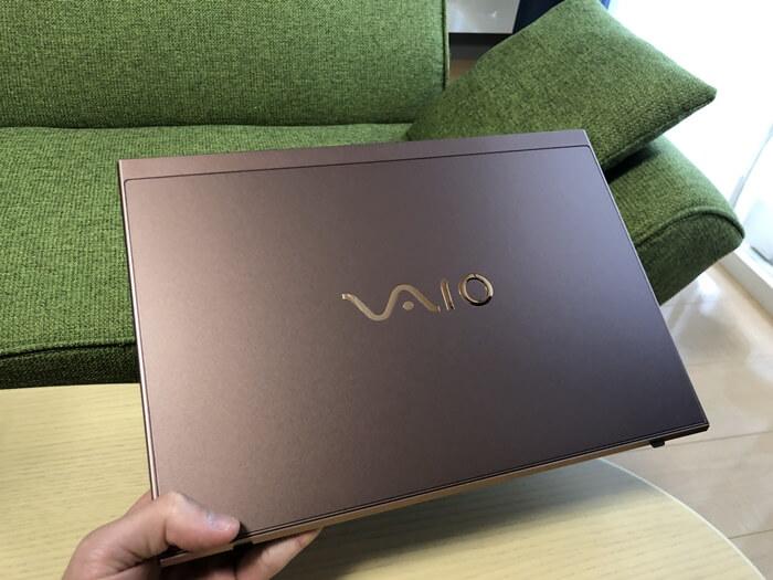 VAIO SX14(ブラウン)の外観